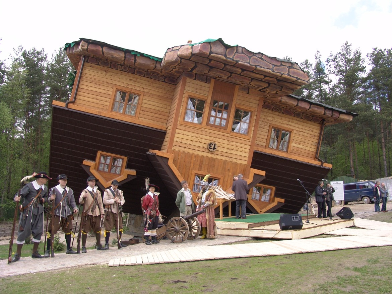 GERARD® Shake Charcoal UPSIDE DOWN HOUSE, POLAND UPSIDE DOWN HOUSE, POLAND
